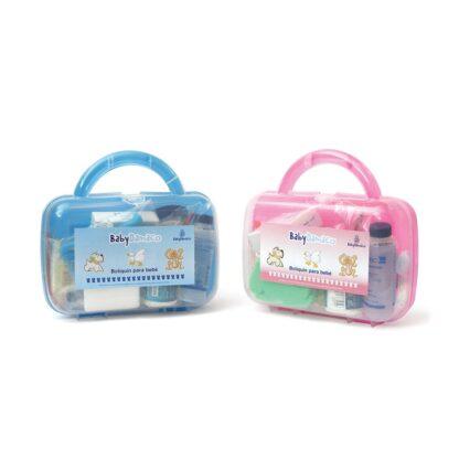 2 botiquines de Primeros Auxilios para bebé Baby Damaco. A la izquierda, botiquín color azul y a la derecha, botiquín color rosa.