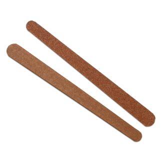 Dos limas para uñas de lija Damaco color café aisladas sobre fondo blanco