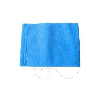 Cubrebocas para niños de tela tipo pellón bicapa con resorte elástico color azul aislado sobre fondo blanco