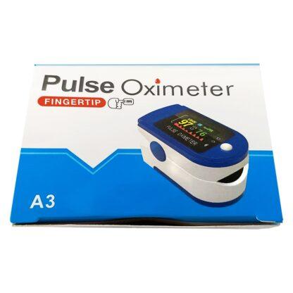 """Caja rectangular con la leyenda """"Pulse Oximeter"""" e imagen de oxímetro de pulso"""